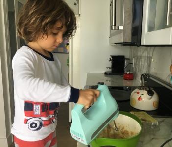 Chame o pequeno para cozinhar!
