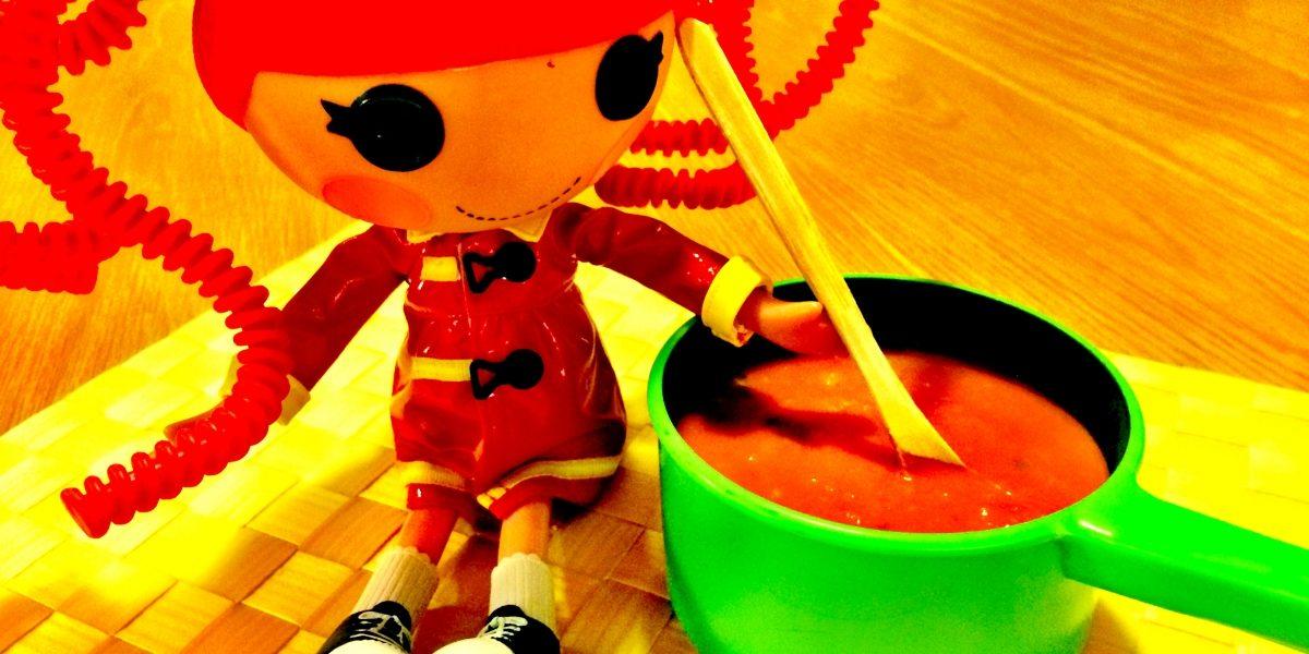 Sopa de tomate com raspas de laranja