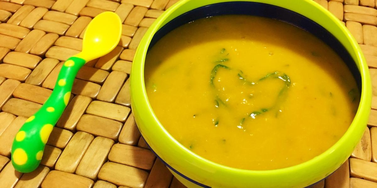 Sopa de abóbora japonesa com couve