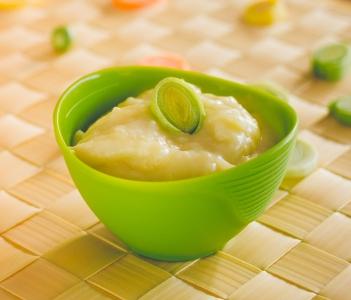 Sopa de batata com alho-poró