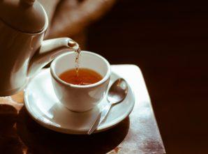 Beber chá regularmente melhora a saúde do cérebro